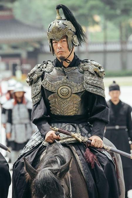 Người tình ánh trăng tập 17: Vừa đăng cơ, Lee Jun Ki đã bị ép cưới em gái - Ảnh 3