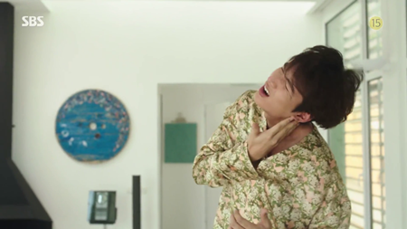 """Lee Min Ho khốn khổ vì bị """"tiên cá"""" Jun Ji Hyun đá văng 2 lần - Ảnh 6"""