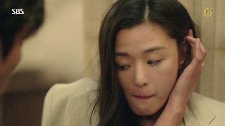 """Lee Min Ho khốn khổ vì bị """"tiên cá"""" Jun Ji Hyun đá văng 2 lần - Ảnh 4"""