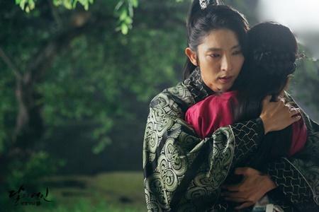 Người tình ánh trăng tập 18: Lee Jun Ki kết hôn với em gái cùng cha khác mẹ - Ảnh 4