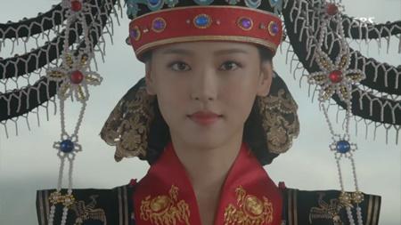 Người tình ánh trăng tập 18: Lee Jun Ki kết hôn với em gái cùng cha khác mẹ - Ảnh 12