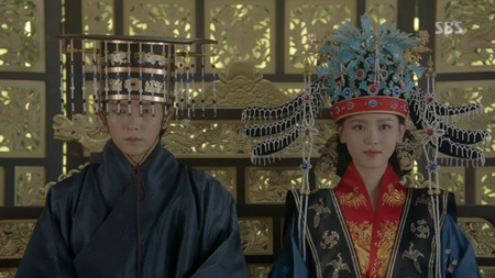 Người tình ánh trăng tập 18: Lee Jun Ki kết hôn với em gái cùng cha khác mẹ - Ảnh 13