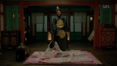 Người tình ánh trăng tập 18: Lee Jun Ki kết hôn với em gái cùng cha khác mẹ - Ảnh 11