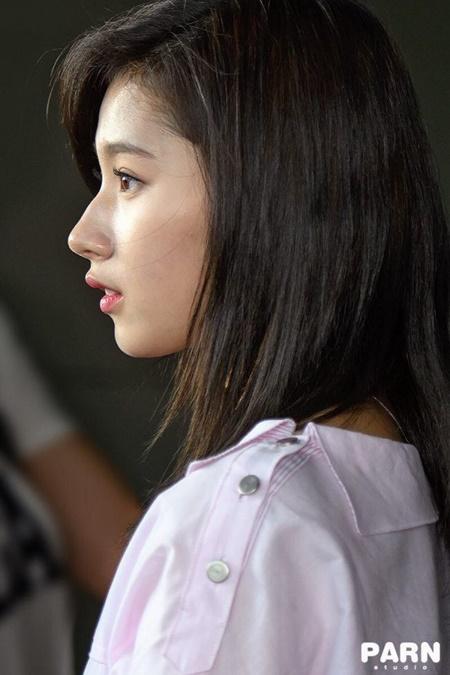 Xao xuyến trước góc nghiêng hoàn mỹ của người đẹp Kpop - Ảnh 1