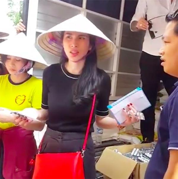 Sao Việt đi làm từ thiện: Nghịch lý kẻ cười, người khóc? - Ảnh 2
