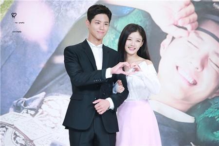 Song Joong Ki lấy Kim Yoo Jung ra để động viên Park Bo Gum - Ảnh 3
