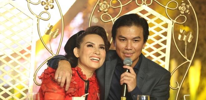 """Mạnh Quỳnh: """"Tôi vẫn ôm Phi Nhung trước mặt bà xã"""" - Ảnh 2"""