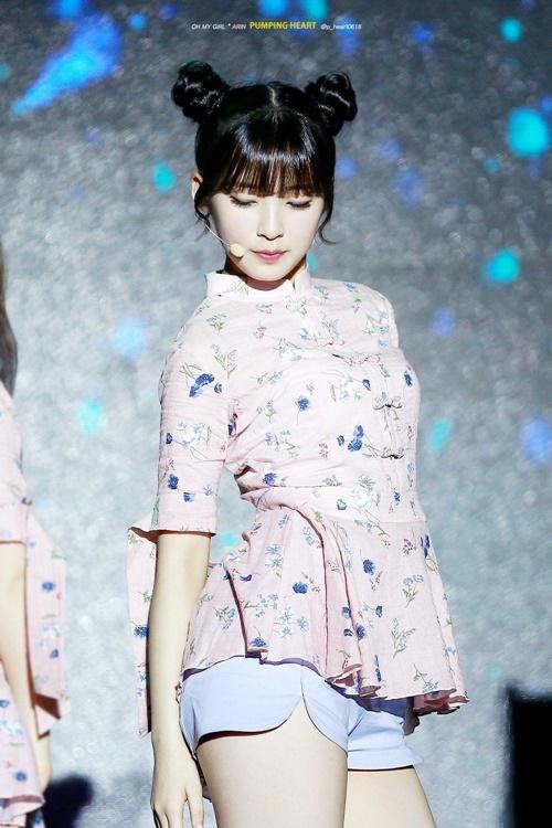 """Nữ idol xứ Hàn """"phát cuồng"""" với búi tóc """"Na Tra"""" - Ảnh 1"""