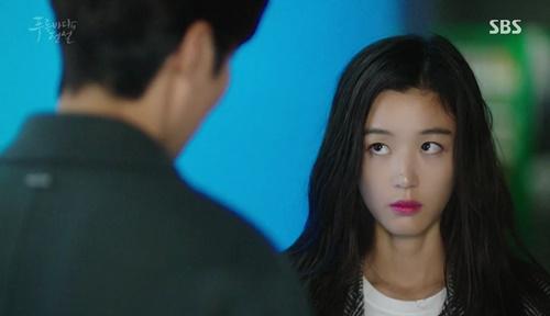 Huyền thoại biển xanh tập 4: Gái xinh thân mật Lee Min Ho, Jun Ji Hyun điên tiết - Ảnh 1