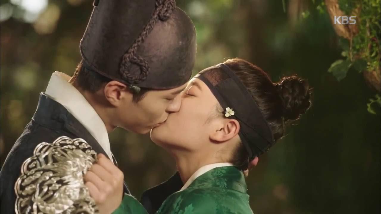 Kim Yoo Jung: Mẹ và chị gái sợ tôi yêu Park Bo Gum - Ảnh 2