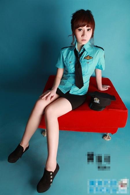 Bất ngờ với 3 người đẹp showbiz từng là tiếp viên hàng không - Ảnh 14