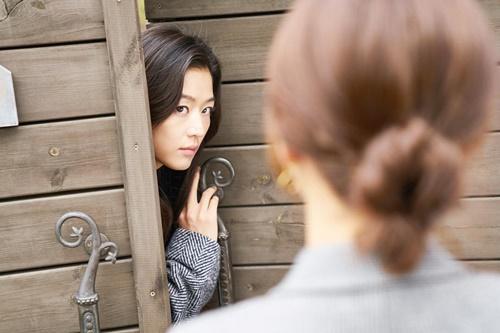 Huyền thoại biển xanh tập 5: Jun Ji Hyun cắn tình địch, gặp tai nạn lúc hẹn hò - Ảnh 5