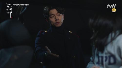 """""""Goblin"""" tập 3 bùng nổ tỷ lệ người xem, Gong Yoo nhận hơn 50 lời mời quảng cáo - Ảnh 3"""