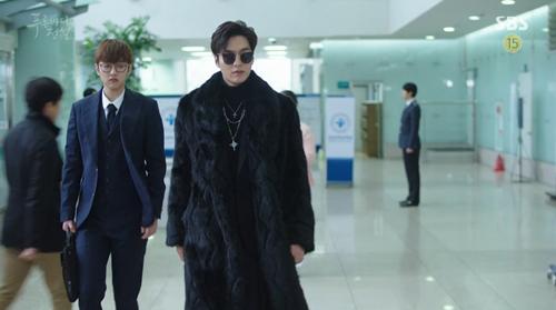 Huyền thoại biển xanh tập 6: Jun Ji Hyun gây họa vẫn được Lee Min Ho nói lời yêu - Ảnh 4