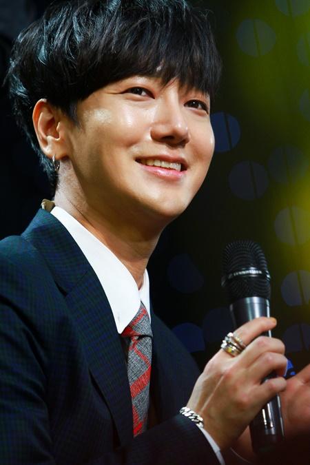 Thành viên Super Junior làm ca sĩ và khán giả Việt điêu đứng  - Ảnh 10