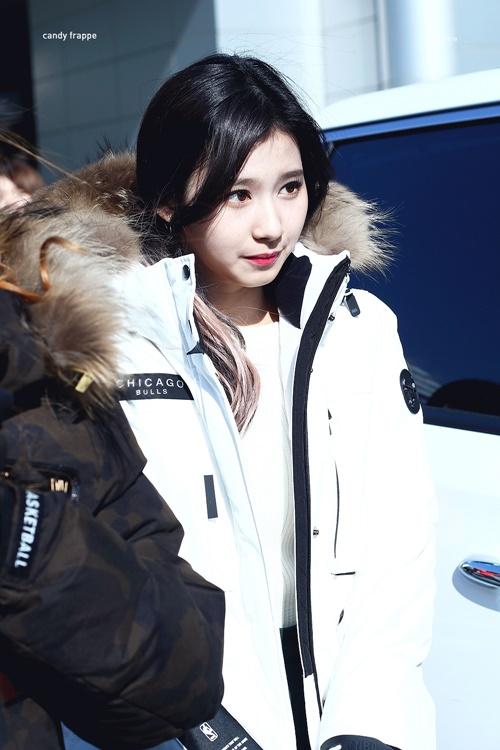 Loạt ảnh cho thấy Sana (TWICE) là idol có thời trang mùa đông chuẩn nhất Kpop - Ảnh 4