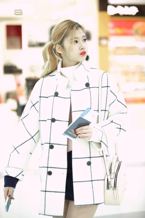 Loạt ảnh cho thấy Sana (TWICE) là idol có thời trang mùa đông chuẩn nhất Kpop - Ảnh 7