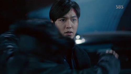 Huyền thoại biển xanh tập 18: Jun Ji Hyun đỡ đạn thay Lee Min Ho - Ảnh 9