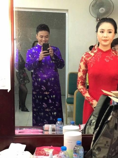 Sao Việt ngày 30 Tết: Hà Hồ, Diễm Hương vẫn tất bật đi từ thiện - Ảnh 9