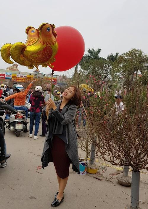 Sao Việt ngày 30 Tết: Hà Hồ, Diễm Hương vẫn tất bật đi từ thiện - Ảnh 12