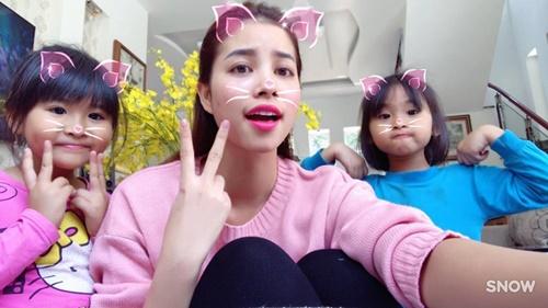 Sao Việt ngày 30 Tết: Hà Hồ, Diễm Hương vẫn tất bật đi từ thiện - Ảnh 5