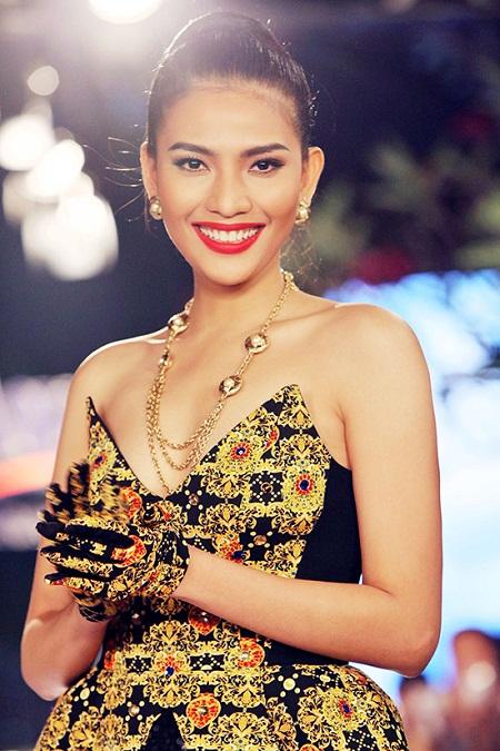 Trương Thị May làm vedette cho show thời trang 4D đầu tiên tại Việt Nam - Ảnh 3