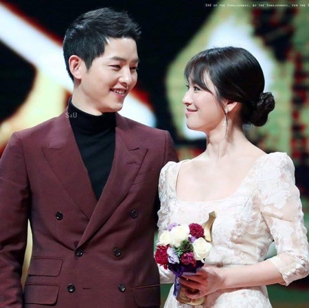 Hé lộ thiệp cưới của cặp đôi quyền lực Song Joong Ki - Song Hye Kyo - Ảnh 1