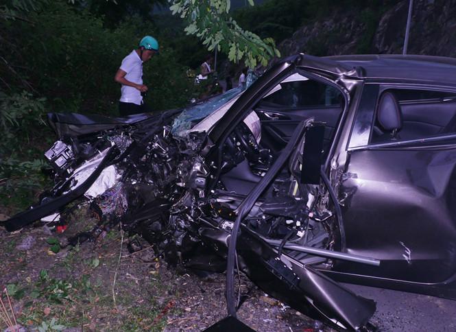 Va chạm với xe đầu kéo, tài xế xe 4 chỗ chết kẹt trong cabin - Ảnh 2