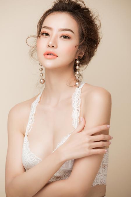 Hoa hậu Kiều Ngân biến hoá chóng mặt với kiểu make up Gothic - Ảnh 5