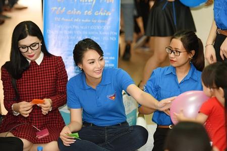 Hoa hậu Biển Thùy Trang mang Trung thu đến các bệnh nhi - Ảnh 5