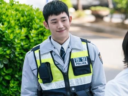 Chàng nam thứ khiến khán giả ngẩn ngơ bỏ quên cả Lee Jong Suk là ai? - Ảnh 16