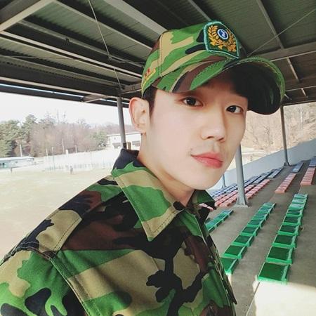Chàng nam thứ khiến khán giả ngẩn ngơ bỏ quên cả Lee Jong Suk là ai? - Ảnh 6