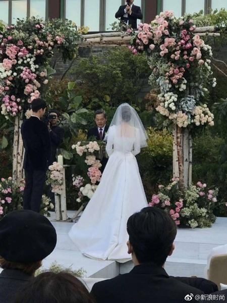 """Đám cưới Song Hye Kyo - Song Joong Ki: Cô dâu chú rể ngọt ngào """"khóa môi"""" - Ảnh 4"""