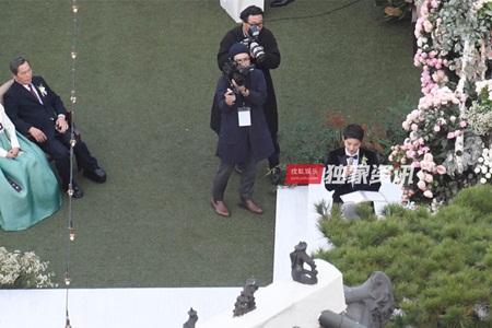 """Đám cưới Song Hye Kyo - Song Joong Ki: Cô dâu chú rể ngọt ngào """"khóa môi"""" - Ảnh 6"""