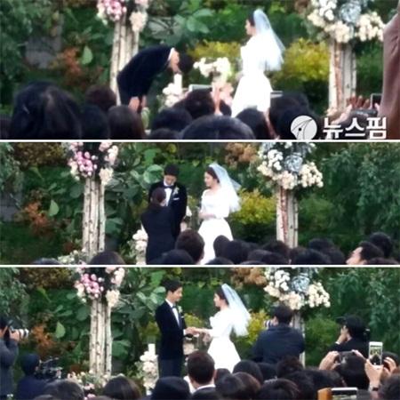 """Đám cưới Song Hye Kyo - Song Joong Ki: Cô dâu chú rể ngọt ngào """"khóa môi"""" - Ảnh 3"""