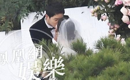 """Đám cưới Song Hye Kyo - Song Joong Ki: Cô dâu chú rể ngọt ngào """"khóa môi"""" - Ảnh 2"""
