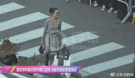 """Đám cưới Song Hye Kyo - Song Joong Ki: Cô dâu chú rể ngọt ngào """"khóa môi"""" - Ảnh 19"""