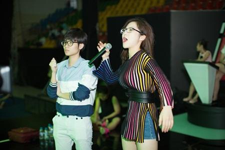 Hương Tràm căng thẳng tập luyện cho học trò tại The Voice Kids - Ảnh 3