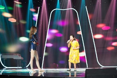 Hương Tràm căng thẳng tập luyện cho học trò tại The Voice Kids - Ảnh 2