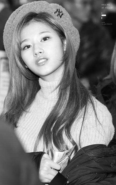 """Sana (TWICE) đẹp đến """"nín thở"""" dù khoác áo phao to sụ - Ảnh 6"""