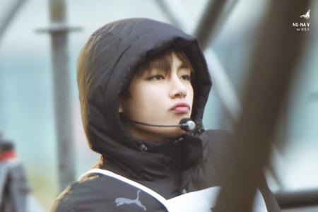 Những thói quen đáng yêu của idol Kpop với chính gương mặt mình - Ảnh 10