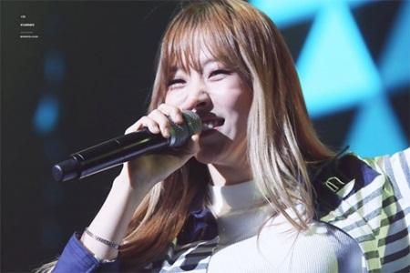 Những thói quen đáng yêu của idol Kpop với chính gương mặt mình - Ảnh 8