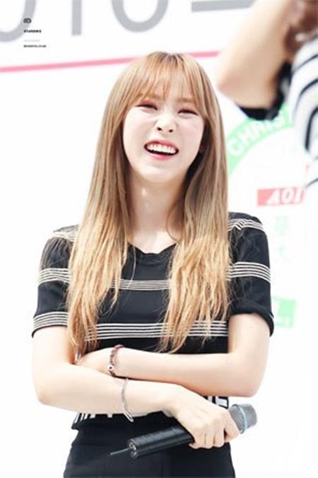 Những thói quen đáng yêu của idol Kpop với chính gương mặt mình - Ảnh 9