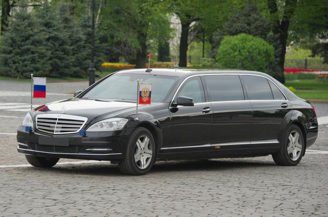 Ngắm siêu xe chống đạn giá triệu đô của Tổng thống Putin - Ảnh 1
