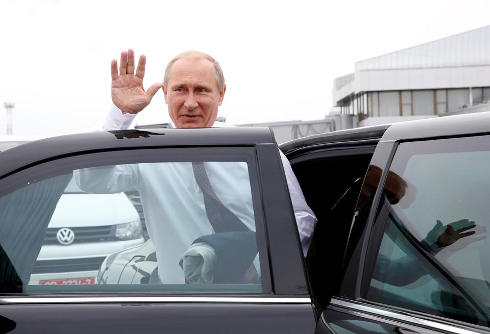 Ngắm siêu xe chống đạn giá triệu đô của Tổng thống Putin - Ảnh 2