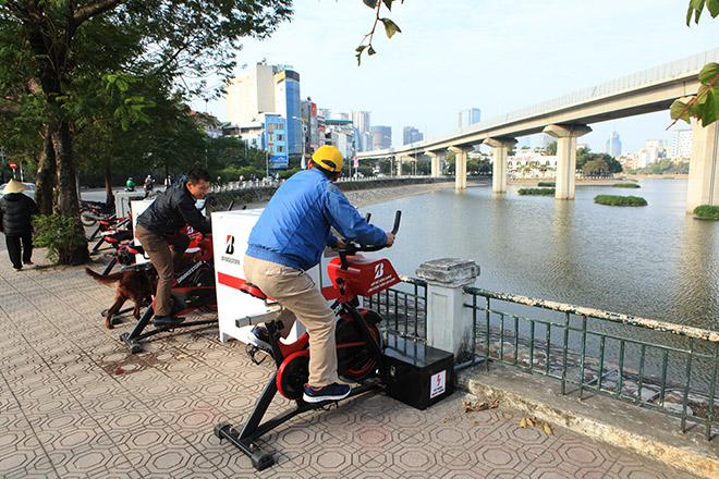 Hà Nội lắp xe đạp lọc nước để làm sạch môi trường  - Ảnh 1