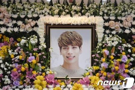 Fan có cơ hội nói lời từ biệt cuối cùng với Jonghyun (SHINee) - Ảnh 1