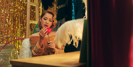 """Chi Pu chính thức tung MV thứ 4 """"Có nên dừng lại"""" - Ảnh 3"""