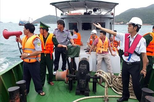 Côn Đảo khẩn cấp sơ tán khách du lịch trước siêu bão số 16 Tembin - Ảnh 1