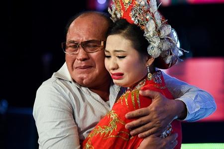 Con gái Lê Giang - Duy Phương: Chính ba là người đỡ lấy mẹ lúc này! - Ảnh 2